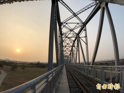 看國慶焰火注意!不能上高屏舊鐵橋觀賞、拍照