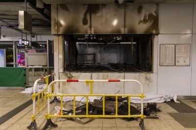 香港人反抗》假扮示威者破壞車站? 港警:曾派便衣執行任務