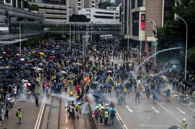 從催淚彈變實彈鎮壓 香港學生無懼︰港人沒那麼容易放棄