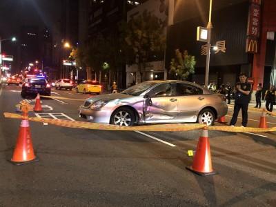 不滿肇逃?行車擦撞引發街頭砸車暴力