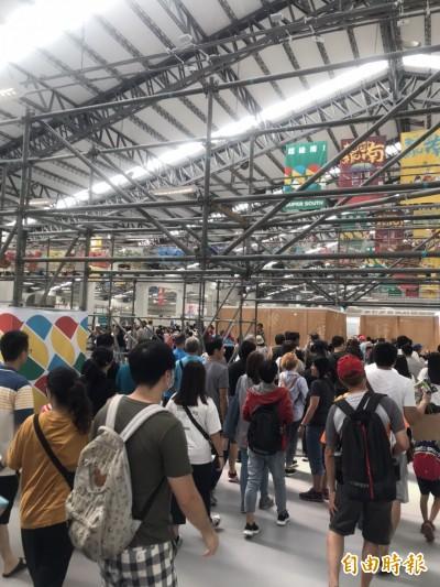 屏東太狂!台灣設計展連假首日人潮爆量