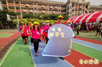 超大「冠軍神帽」也來了! 彰化國慶樂隊遊行比賽嗨翻