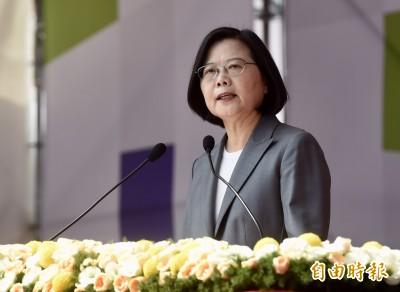 籲團結度過磨難 蔡總統:「中華民國台灣」6字非藍也非綠