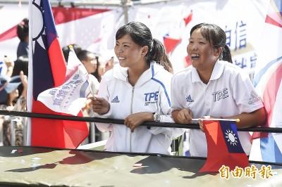 圖輯》台灣英雄現身國慶大遊行! 民眾夾道熱烈歡迎