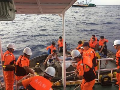 不是拍電影!台灣船長千浬外中風命危 海巡艦馳騁4天成功救援
