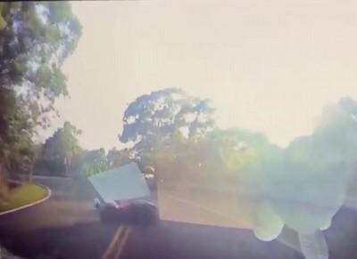 139「最陰路段」過彎壓車 失控衝撞轎車