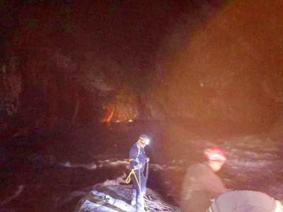 男子帖比倫瀑布溺水失蹤 跳水救人友人脫困