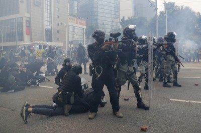 傳使用中國製催淚彈... 港警昨承認「有向中國購入」