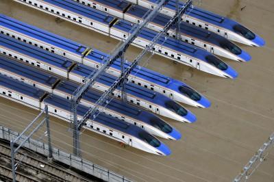 哈吉貝肆虐日本 新幹線泡水、直升機搶救受困災民