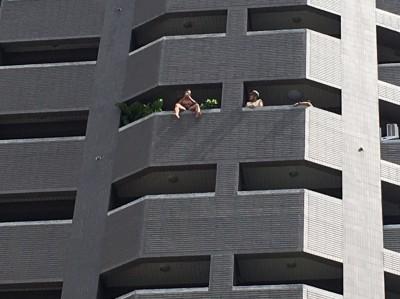 男男戀情變 他想不開坐11樓陽台揚言跳樓幸被救