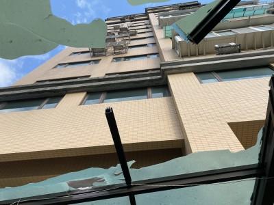 8樓墜下撞遮雨棚 女國中生命危