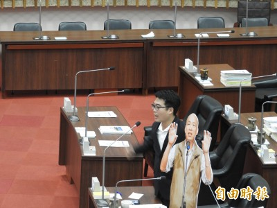 放韓假》找不到市長了 高市議員質詢人形立牌