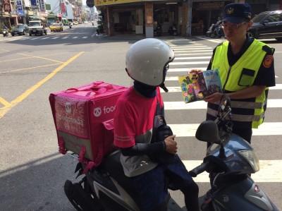 向店家、外送員宣導 南市交警:安全比準時送達重要