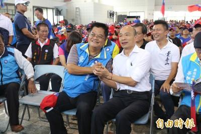 放韓假》韓赴屏東原鄉「固本」 韓粉尖叫︰我有握到他的手!