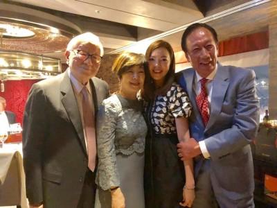 郭台銘70歲生日提前慶生 夫妻與張忠謀、張淑芬同框