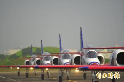 圖輯》3款主力戰機一次看個夠 上萬名戰機迷湧入台南空軍基地