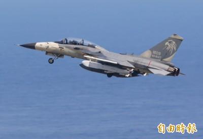 空軍台南基地今開放焦點 IDF掛「萬劍彈」亮相