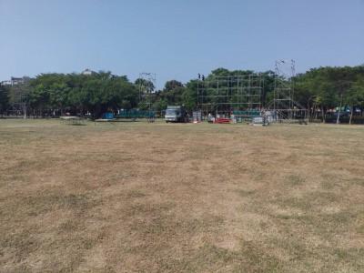 韓國瑜台南造勢公園草皮被踩禿 借用人謝龍介回應了