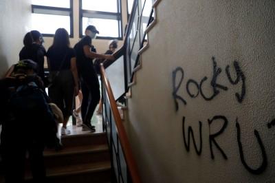 香港人反抗》力挺校長護學生 中大校友斥梁振英「輸出暴徒說」