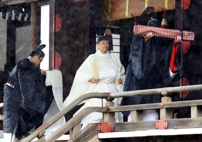 日本德仁天皇今即位 雨中赴宮中進行「三殿之儀」