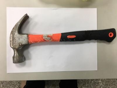 恐怖!天降鐵槌砸破女童頭 康軒和員工賠620萬獲緩刑