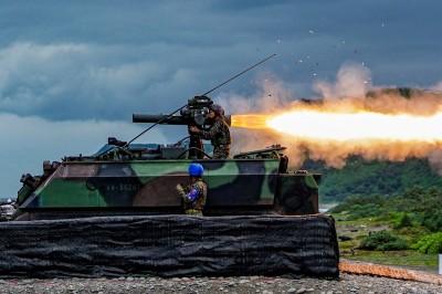 震撼瞬間》陸戰隊拖式飛彈精準射擊 爆焰驚人噴流