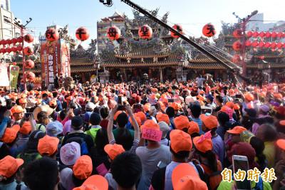 白狼告白「中國是我的上帝」 週刊爆多間宮廟染紅