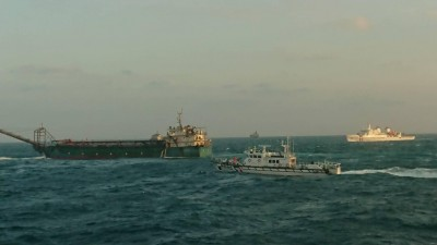 硬起來!海巡警艇以小搏大 查扣中國抽砂船
