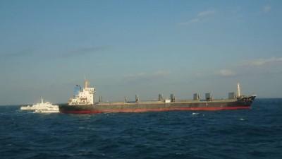 捍衛疆土打擊非法盜砂  28名中國船員裁定羈押