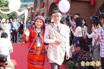36對新人曬浪漫!新竹縣聯合婚禮 原住民禮服滿滿愛