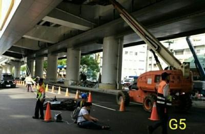 台中捷運G5站拉電線輔助線下垂 造成男子騎車勒喉摔傷!
