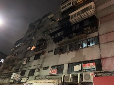 北市民生東路民宅突竄火 警消緊急疏散20住戶