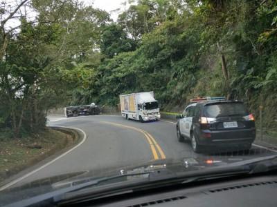阿里山公路再傳翻車意外 一度大塞車