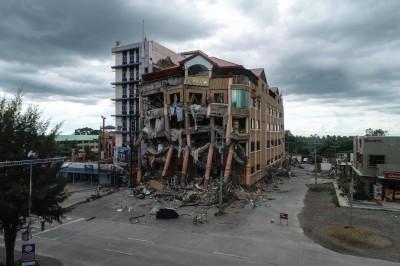 菲南6.5強震 杜特蒂無恙有公寓旅館倒塌