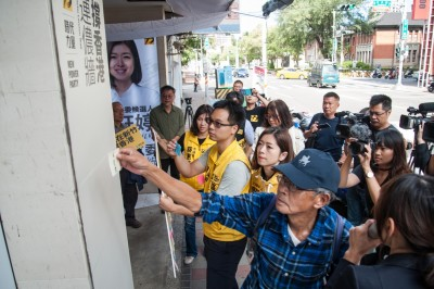 時力高鈺婷競總設連儂牆 林榮基、黃之鋒呼籲挺香港