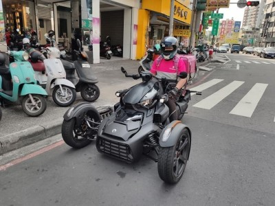 霸氣!騎「三輪車」送外送 價格曝光讓網友大吃一驚