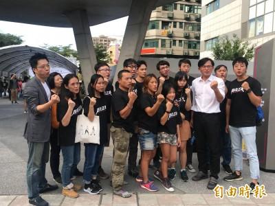 黃國昌上街談台灣高房價 宣傳下週夜宿北市東區活動