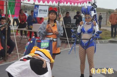 溫馨菊島跨海馬拉松 63道美食盛宴、她帶腦麻子完成百馬挑戰