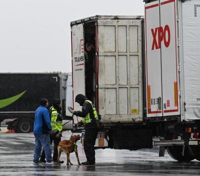 又見移民藏貨車!31巴基斯坦人 法國南部遭查獲