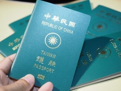 領中國護照就註銷台護照戶籍 陸委會:責任義務不會免除