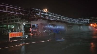 台塑林園廠化學槽車卸料 突然起火燒毀車頭