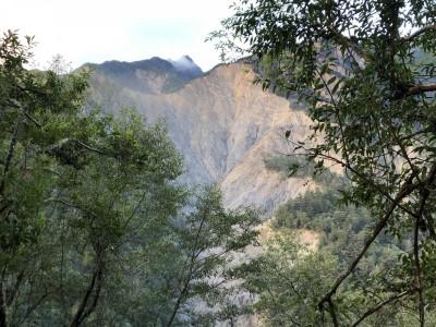 玉山下八通關踏勘 金門峒斷崖擴大應高繞