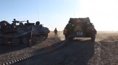 中國解放軍演習出包!裝甲車履帶突然斷裂