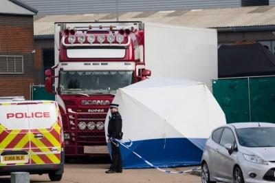 英再破獲貨車藏人 司機、15名偷渡客全數被捕