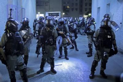 香港人反抗》遭罵「見死不救」 記者回這句警察都轉身了