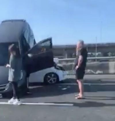 五楊高架5車追撞 現場宛如「疊疊樂」