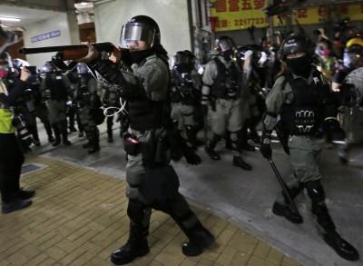 旺角示威  多名記者遭港警推倒、不明人士毆打