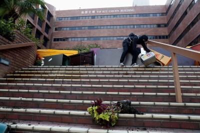 交通受阻、警闖校園丟催淚彈 教協呼籲港府宣布下午停課
