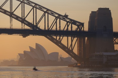 雪梨歌劇院「被消失」600學校停課!澳洲野火燒不盡...南風吹又生