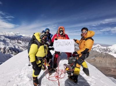 台灣第一!克服驚險風暴 登山素人攻頂7千公尺希姆隆峰